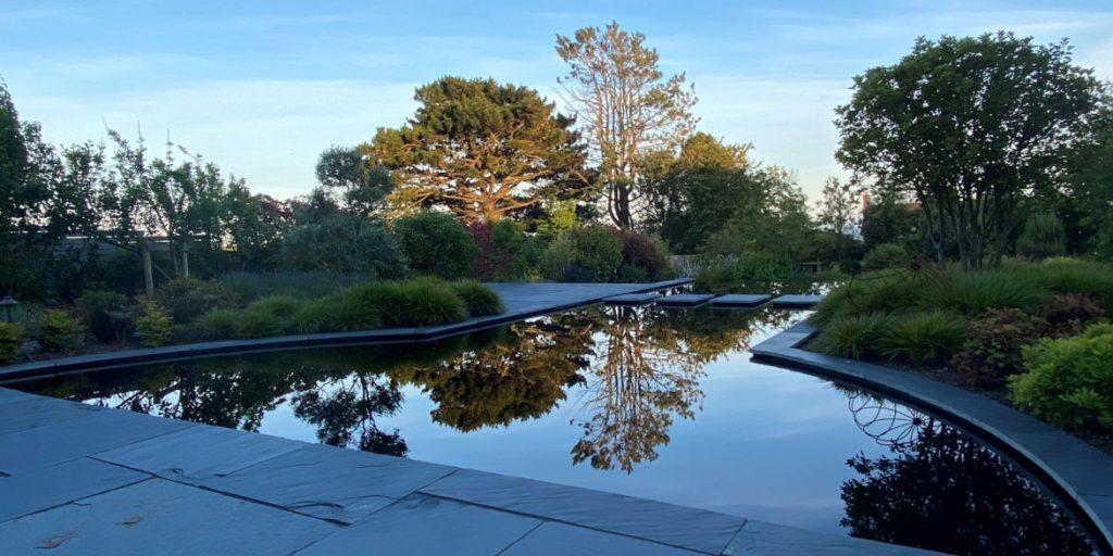 Reflective pool with Dyofix Pond Black